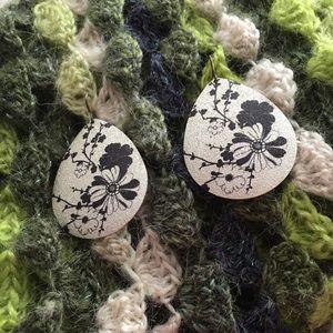 Jewelry - Flowers Design silver black earrings